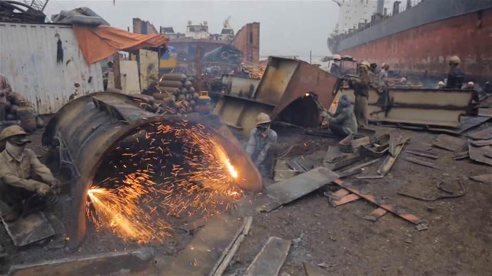 Читтагонг утилизация кораблей в Бангладеш