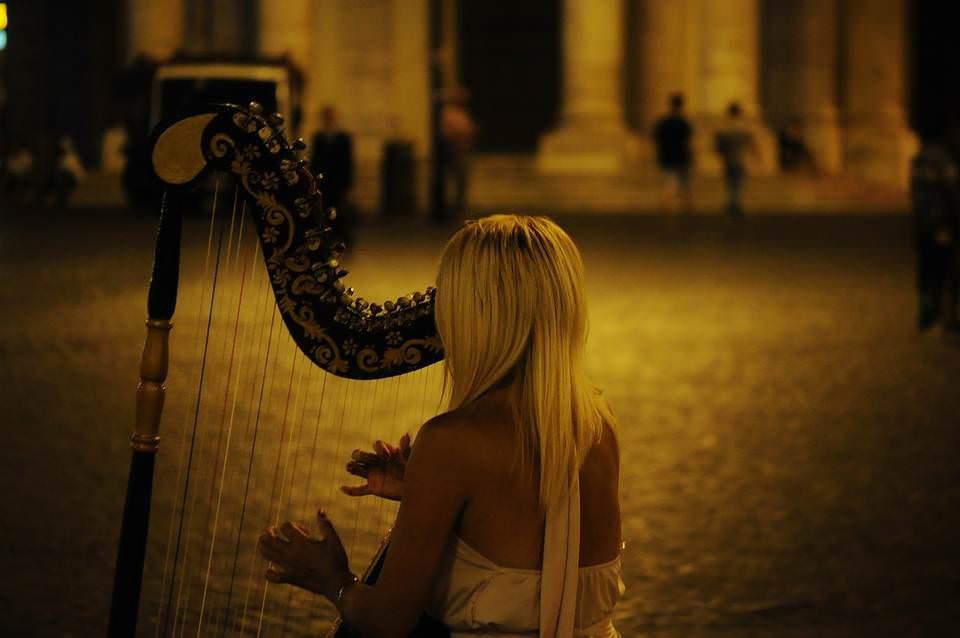 музыка и девушка
