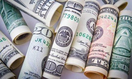 Почему доллар – бодр и весел, а рубль – деревянный?